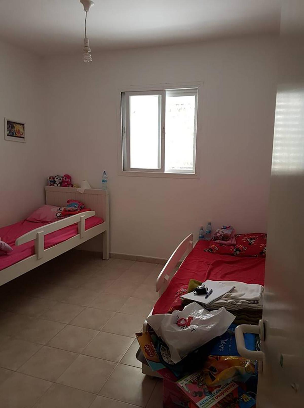 חדר משותף ל-3 אחיות לפני